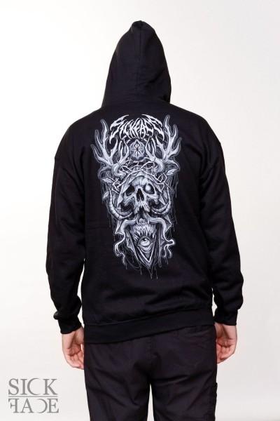 Černá mikina s motivem na zádech, na kterém je parohatá lebka s planoucím okem a nápis SickFace.