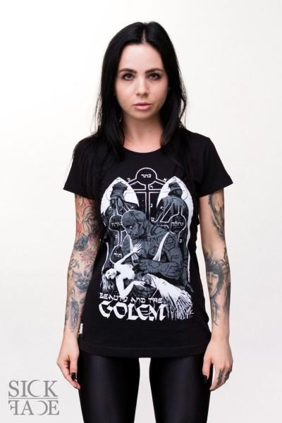 Černé dámské tričko, na kterém je bezvládná slečna v náručí mýtického golema.