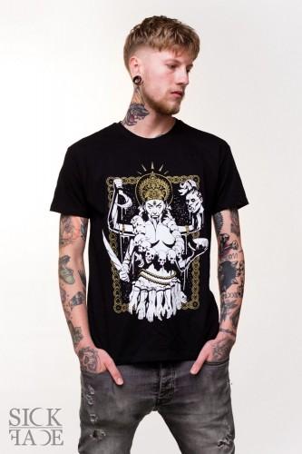 Černé pánské tričko, na kterém je hinduistická bohyně Kálí.