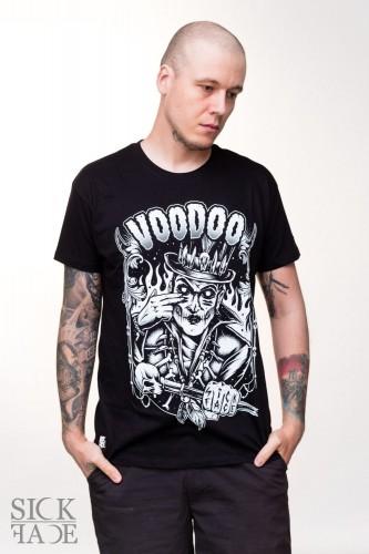 """Černé pánské SickFace tričko, na kterém je Baron Samedi a velký nápis """"Voodoo""""."""