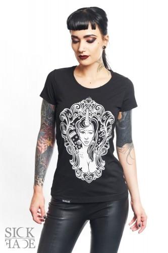Modelka v dámském černém triku značky SickFace s motivem princezna jednorožec v ozdobném rámu.