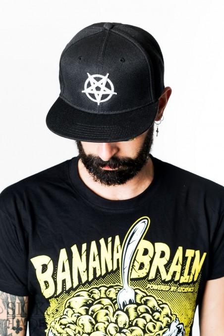 Černá čepice snapback značky SickFace s 3D výšivkou obrácený pentagram vepředu.