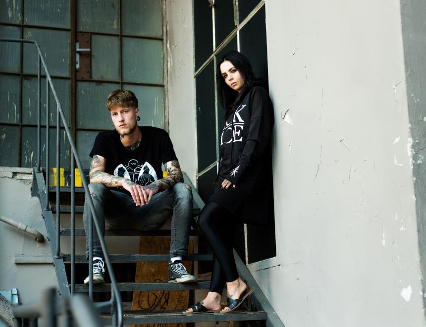 Sickface banner - holka a kluk v oblečení značky Sickface